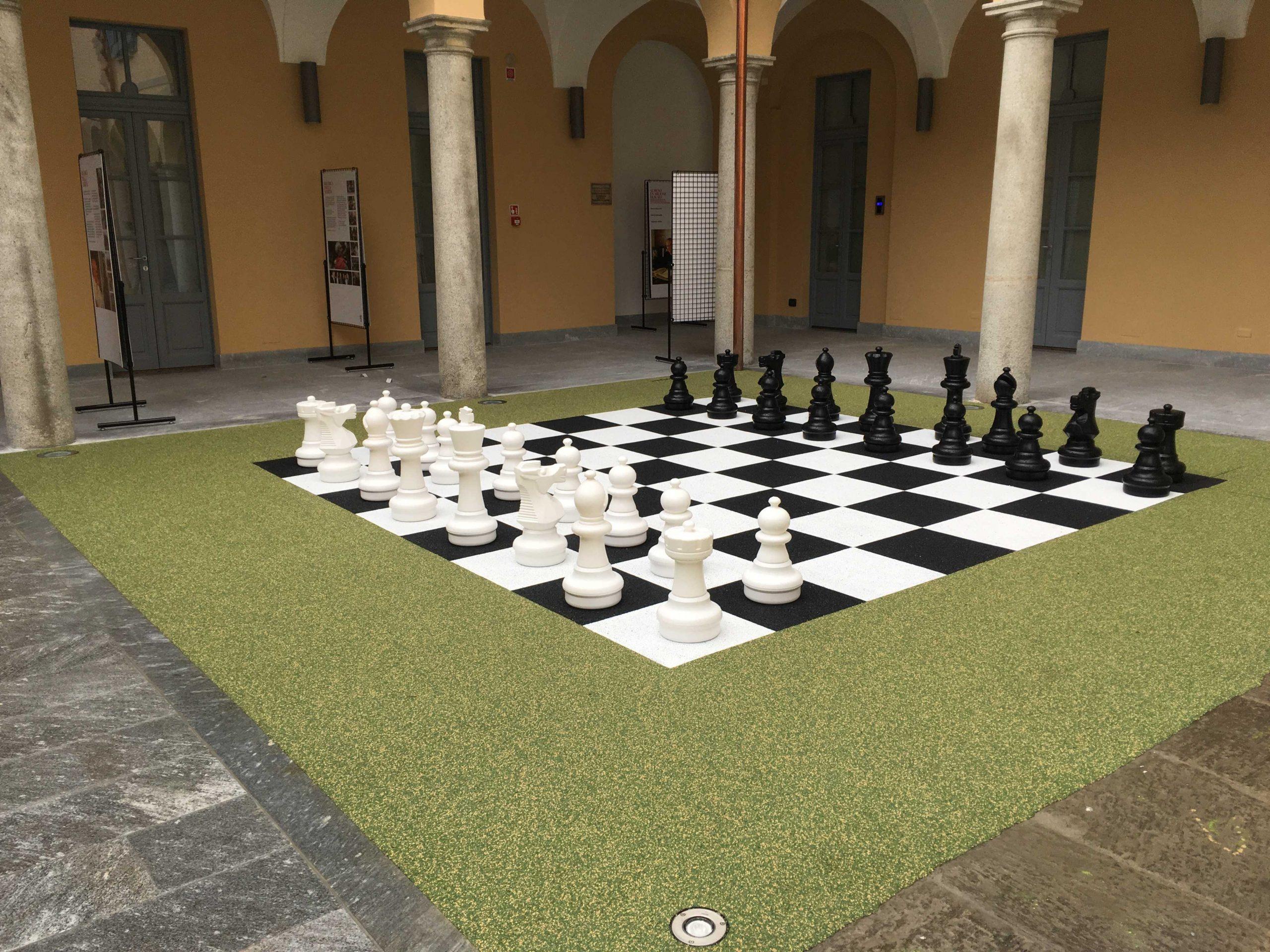 Scacchiera di grandi dimensioni per il gioco degli scacchi all'aperto